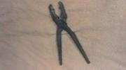 Плоскогубцы -  ручной слесарно-монтажный инструмент